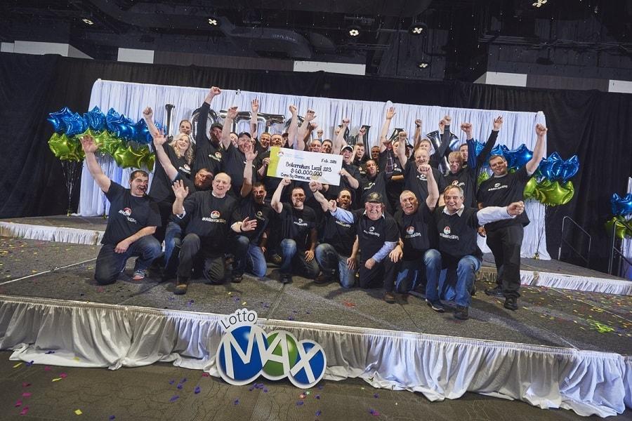 31 участник лотерейного синдиката, групповое фото