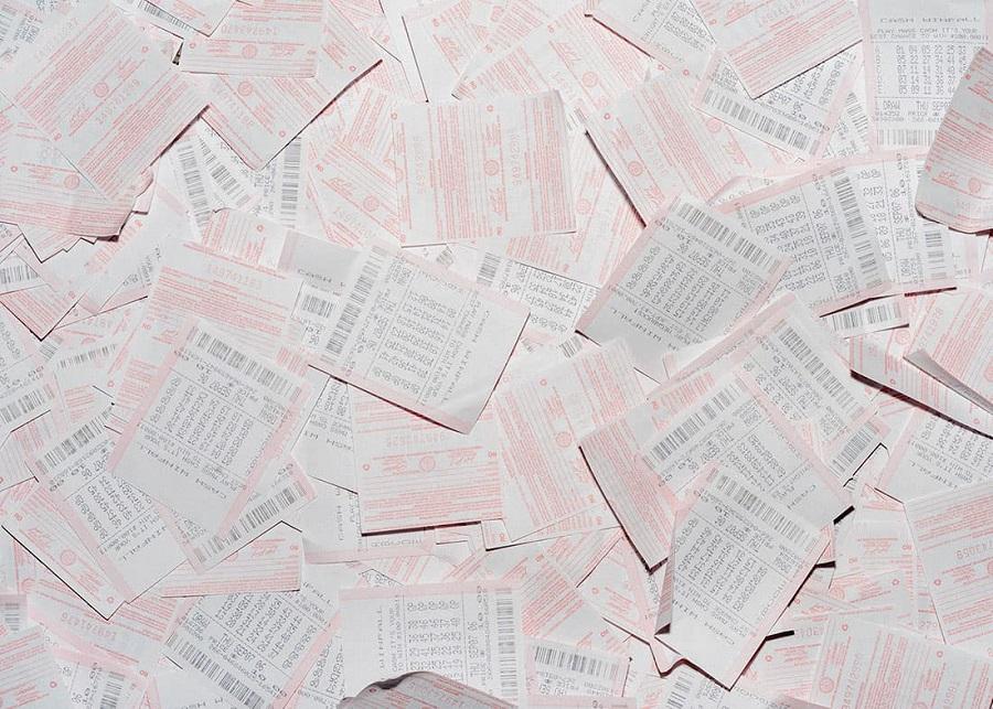 Рассыпанные лотерейные билеты