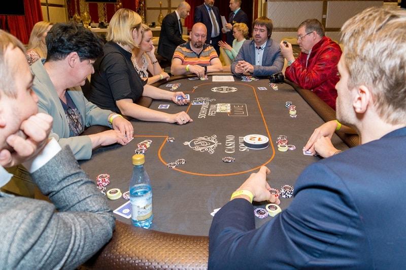 Казино покер турнир казино вулкан с депозитом в 50 рублей