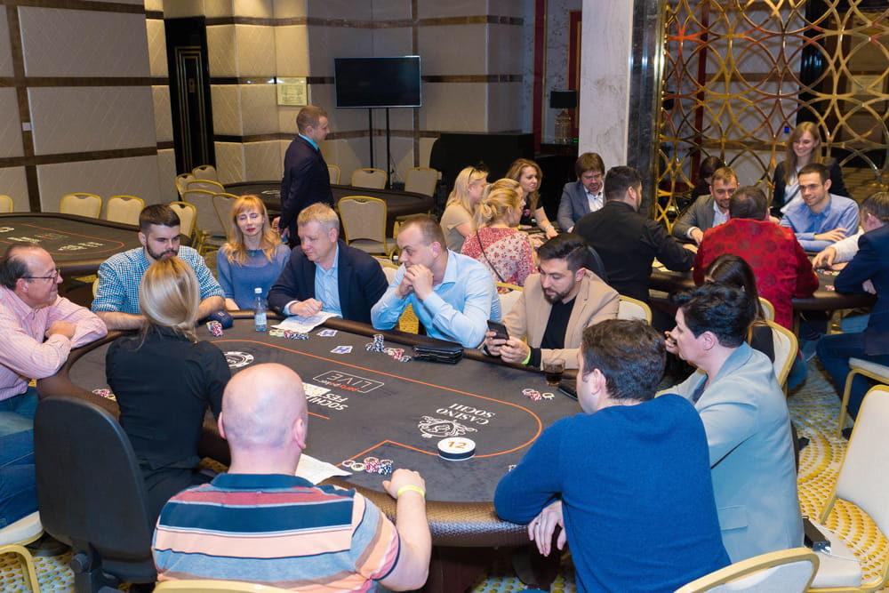 Валерий Аванесян — из мэрии в покер