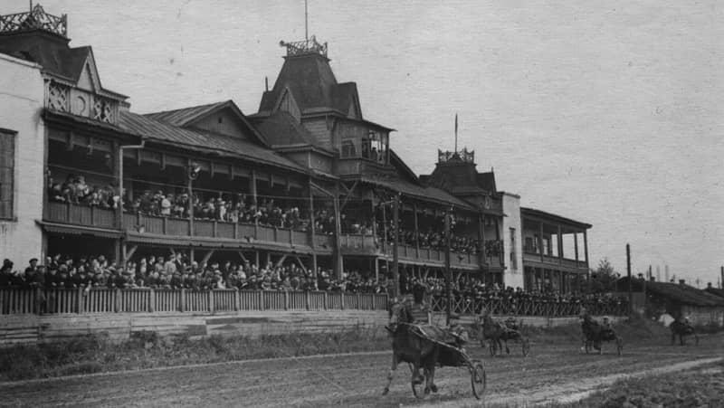 Соревнования на Свердловском ипподроме (фото 1930–40-х гг.)