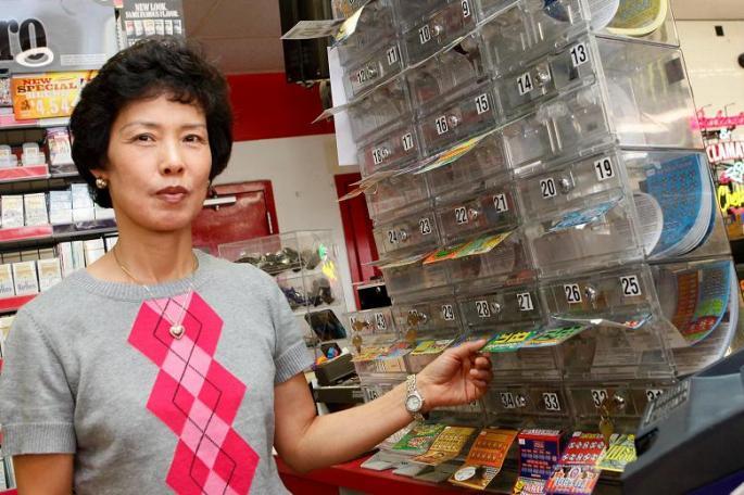 Сун Бай, продавец магазина