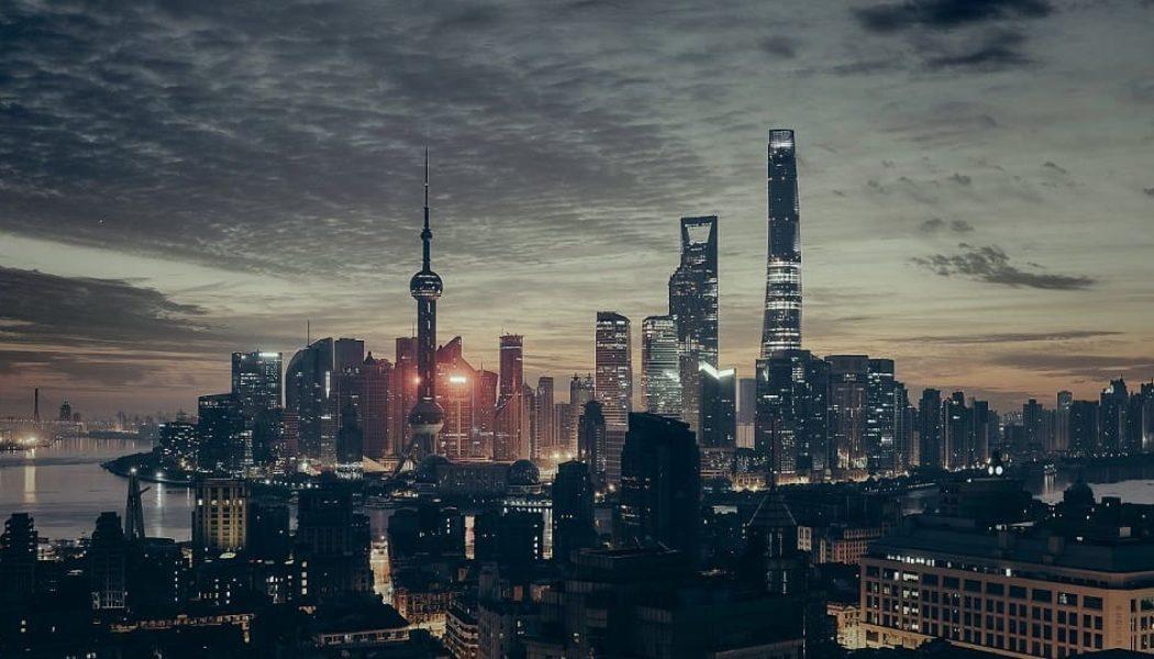 Миллионы долларов стопкой, высотой с небоскреб