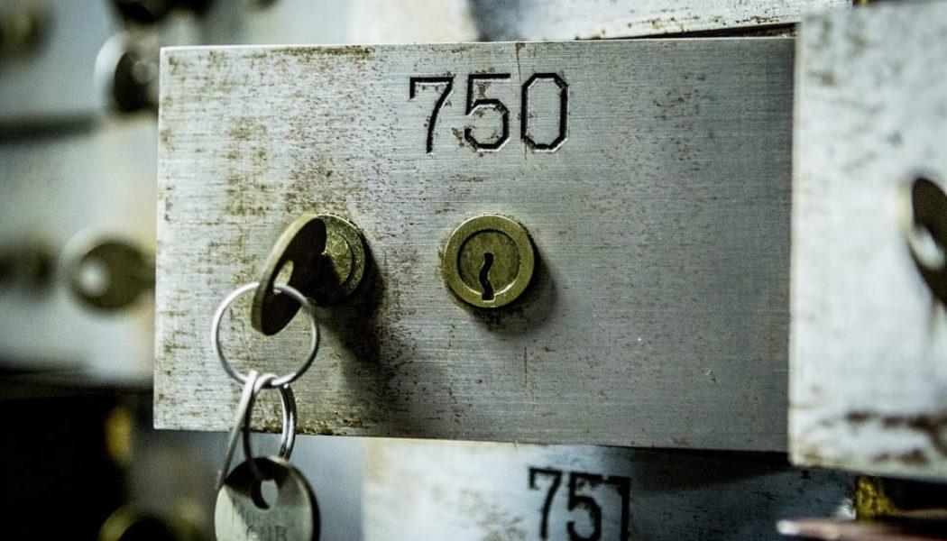 Ключи от сейфа где выигрышные билеты лежат